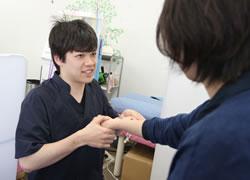 松山市・砥部町すこやか整骨院松山砥部院:脱臼・肘内症の施術写真
