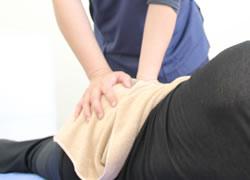 松山市・砥部町すこやか整骨院松山砥部院:腰痛の施術写真